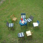 Sitzgruppe im Gras